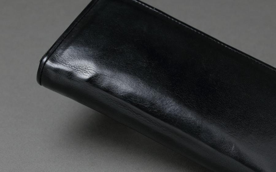 page_ラウンド長財布01_ブラック カーブのエイジング感