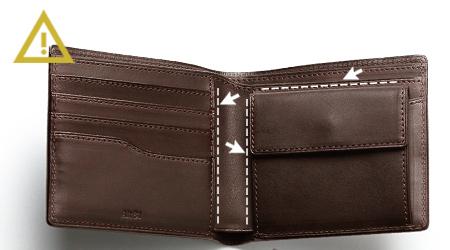 track_二つ折り財布01のポケットではない隙間