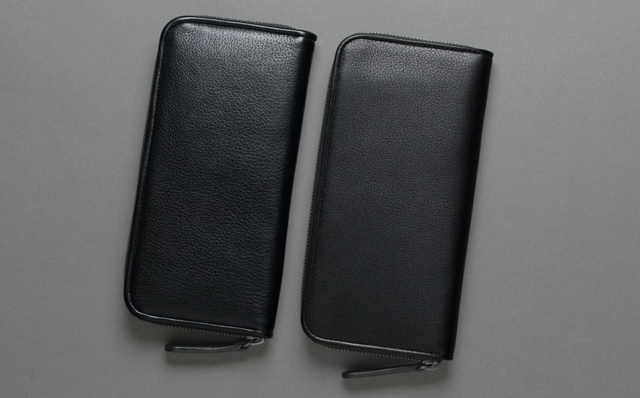 エイジング比較 左はM.K様の財布(中身が入った状態) 右は未使用品